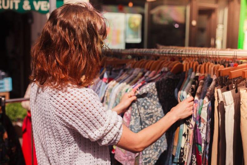 Kleidung günstiger kaufen – 5 Tipps zum sparen