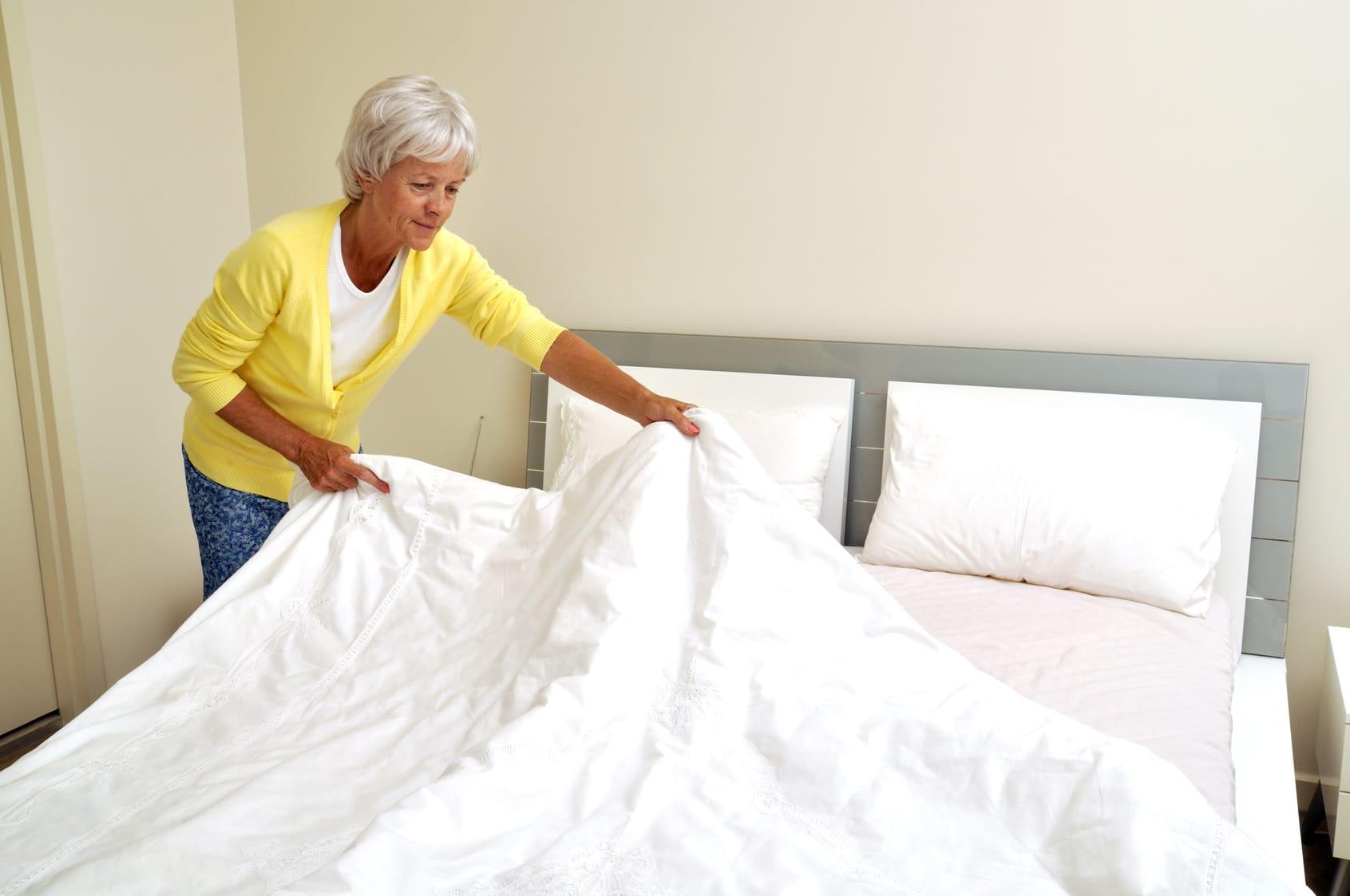 bett reinigen tipps gegen staub schmutz und milben. Black Bedroom Furniture Sets. Home Design Ideas