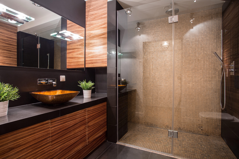 Dunkles bad heller gestalten mit diesen tipps lässt sich ein bad ohne fenster optisch aufhellen haushaltstipps net