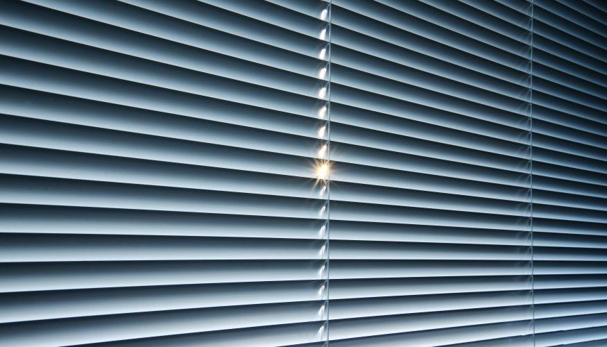 Fenster abdunkeln – 6 Tipps für einen erholsamen Schlaf