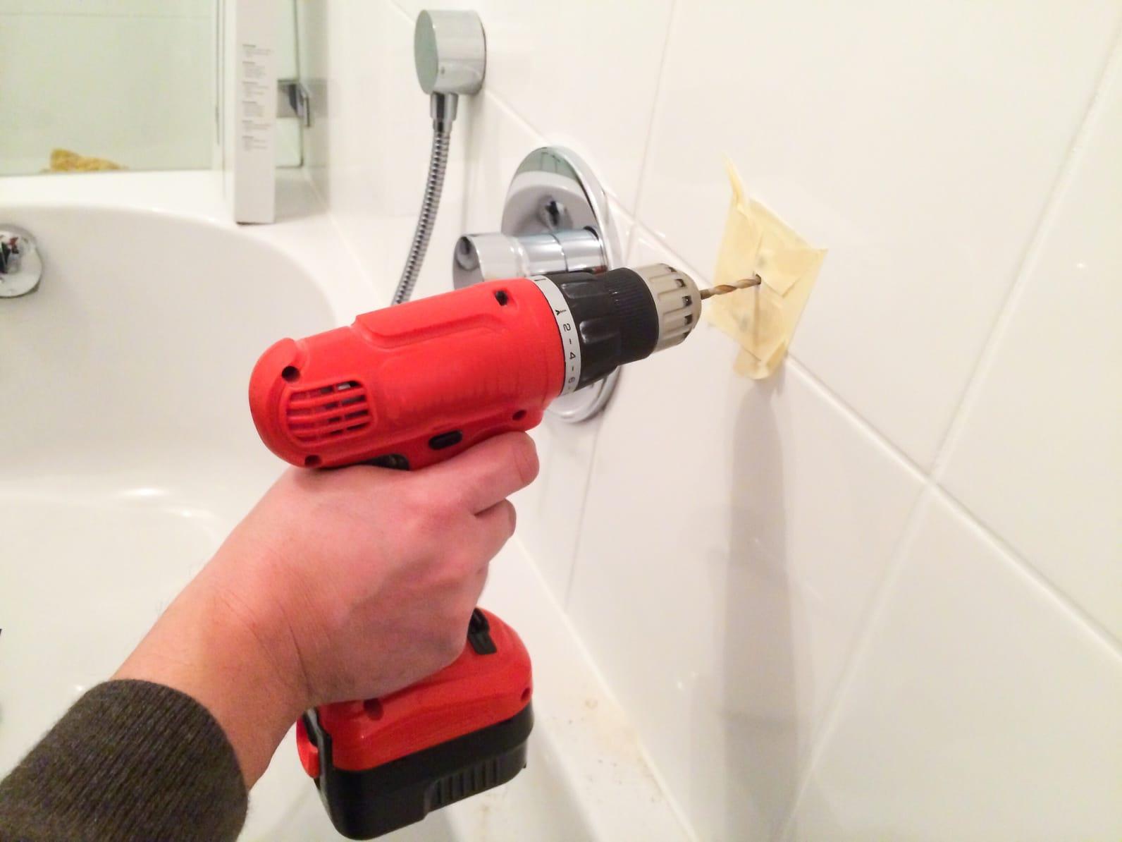 In fliesen bohren schritt f r schritt anleitung - Badezimmer putzen anleitung ...