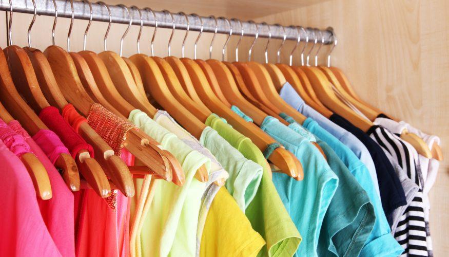 Kleider rutschen vom Bügel – 3 Tipps die helfen