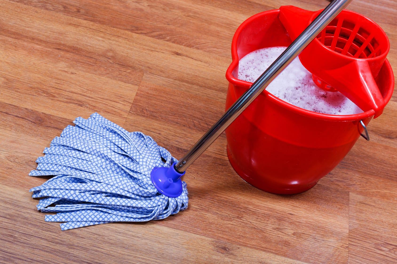 laminat streifenfrei wischen anleitung und tipps zur reinigung. Black Bedroom Furniture Sets. Home Design Ideas