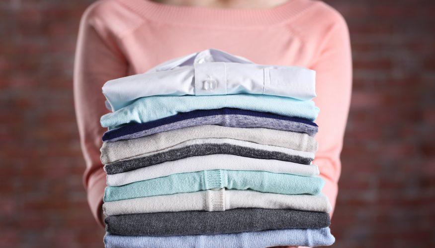 Ohne Bügeleisen bügeln – 3 Tipps für faltenfreie Kleidung