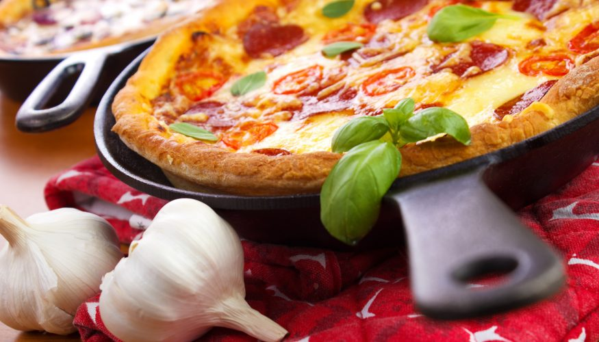 Pizza in der Pfanne zubereiten