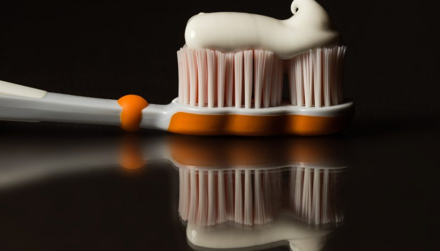 Professionelle Zahnreinigung für zu Hause – 5 Tipps für strahlend weiße Zähne