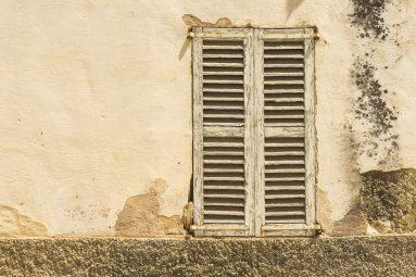 Fassade kaputt, marode und baufllig