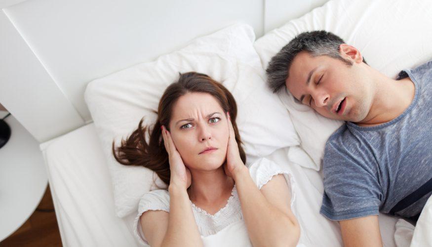 Männer schnarchen häufiger als Frauen – Stimmt's?