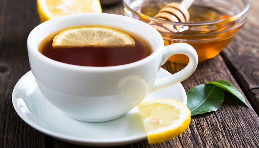Lieber nicht Tee mit Milch und Zitrone trinken?