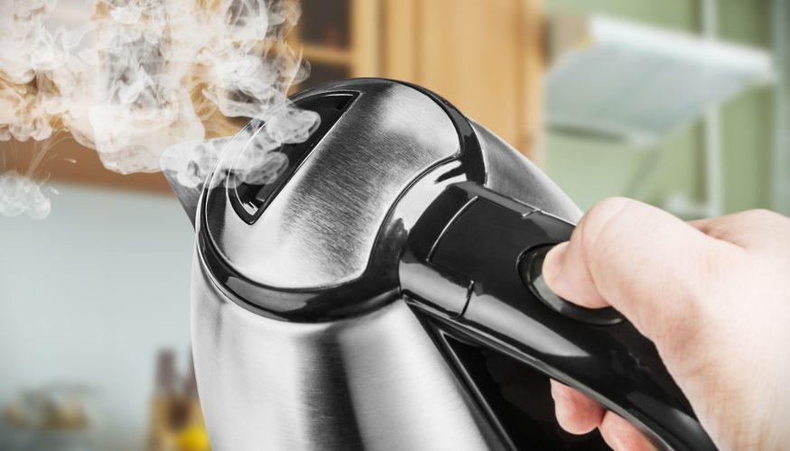 Wasserkocher aus Edelstahl reinigen – 4 Hausmittel im Test