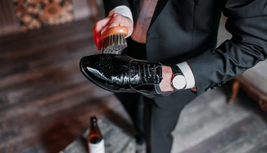 Weiße Ränder an Schuhen – So werden sie entfernt