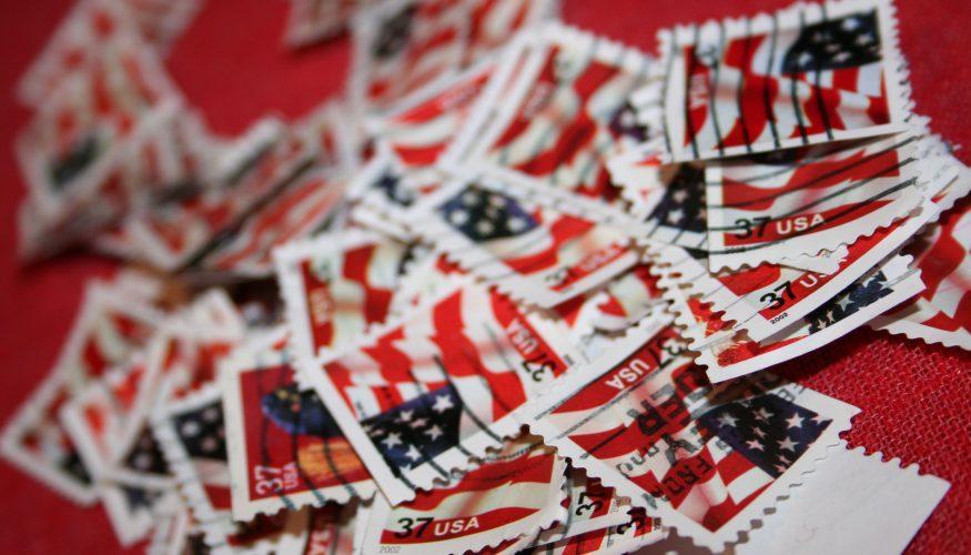 Zusammengeklebte Briefmarken trennen – 2 Tipps