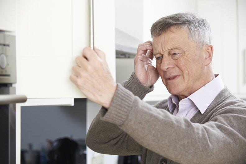 Wohnung für Demenzkranke anpassen: So erleichtern Sie die Orientierung