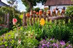 Eingang eines romantischen Bauerngartens