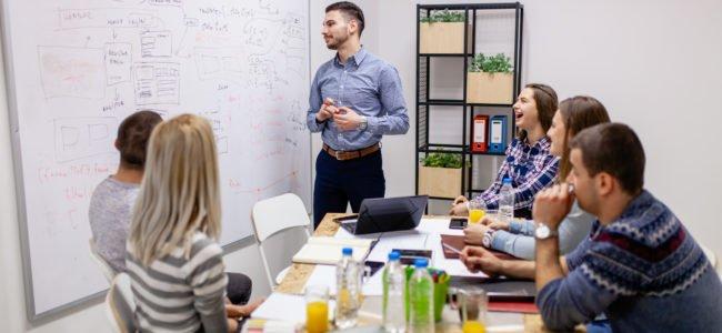 Whiteboard reinigen: Tipps, Tricks und Hausmittel für Sie erklärt
