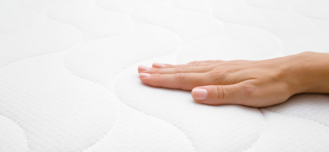 Matratzenbezug waschen: Flecken reinigen und Milben effektiv entfernen