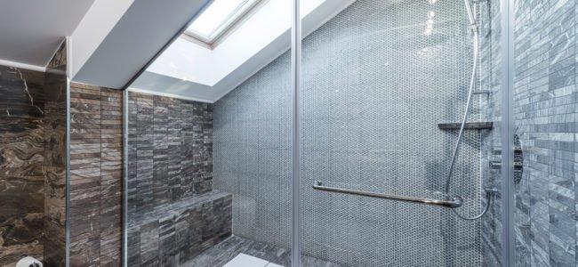 Dusche reinigen: Mit diesen Tipps entfernen Sie Schmutz und Unreinheiten