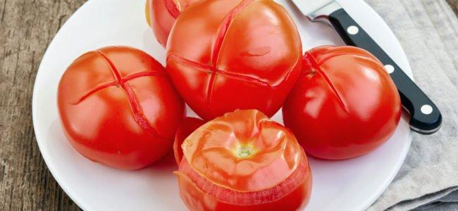 Tomaten schälen: Ist es sinnvoll und wie gelingt es am besten?