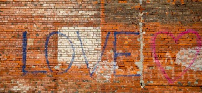 Graffiti entfernen: Tipps und Tricks zur Graffitientfernung