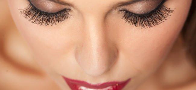 Wimpernverlängerung schonend zu Hause entfernen – Tipps & Tricks