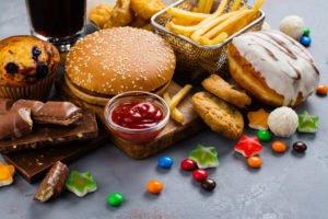 Lebensmittel mit ungesunden Fetten