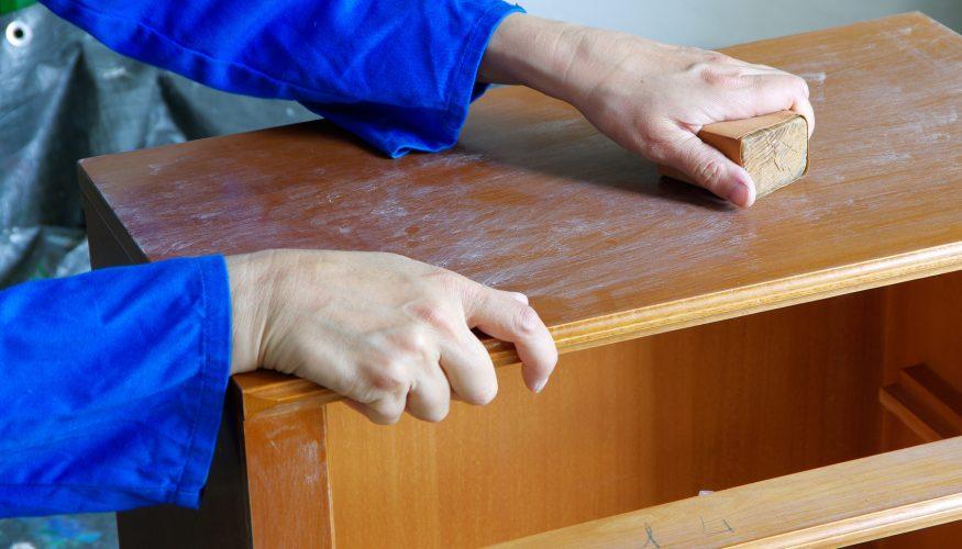 Alte Möbel aufarbeiten – Diese 3 Grundschritte schaffen die Basis für neuen Look