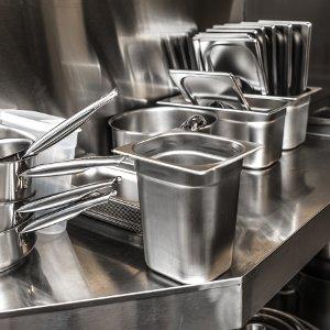kuechenutensilien aus aluminium