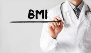 Arzt schreibt das Wort BMI