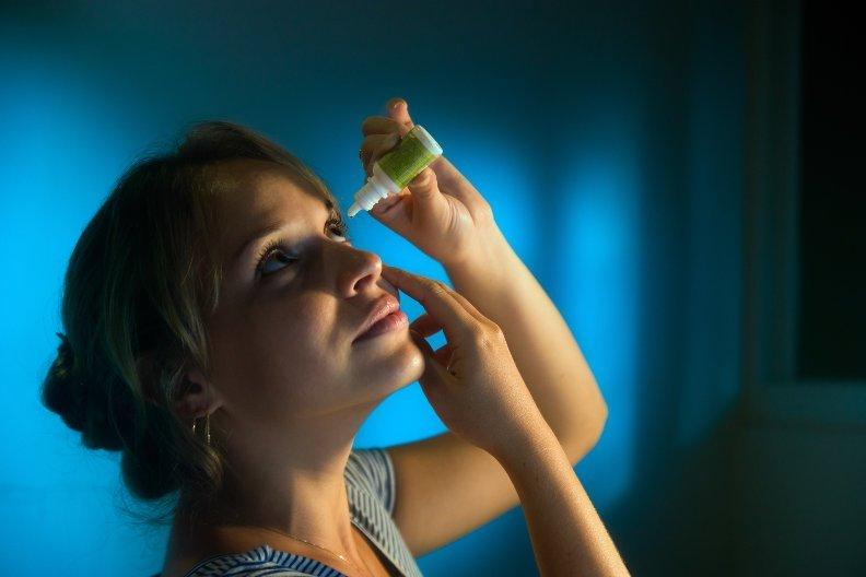 Augentropfen verabreichen – 3 Tipps