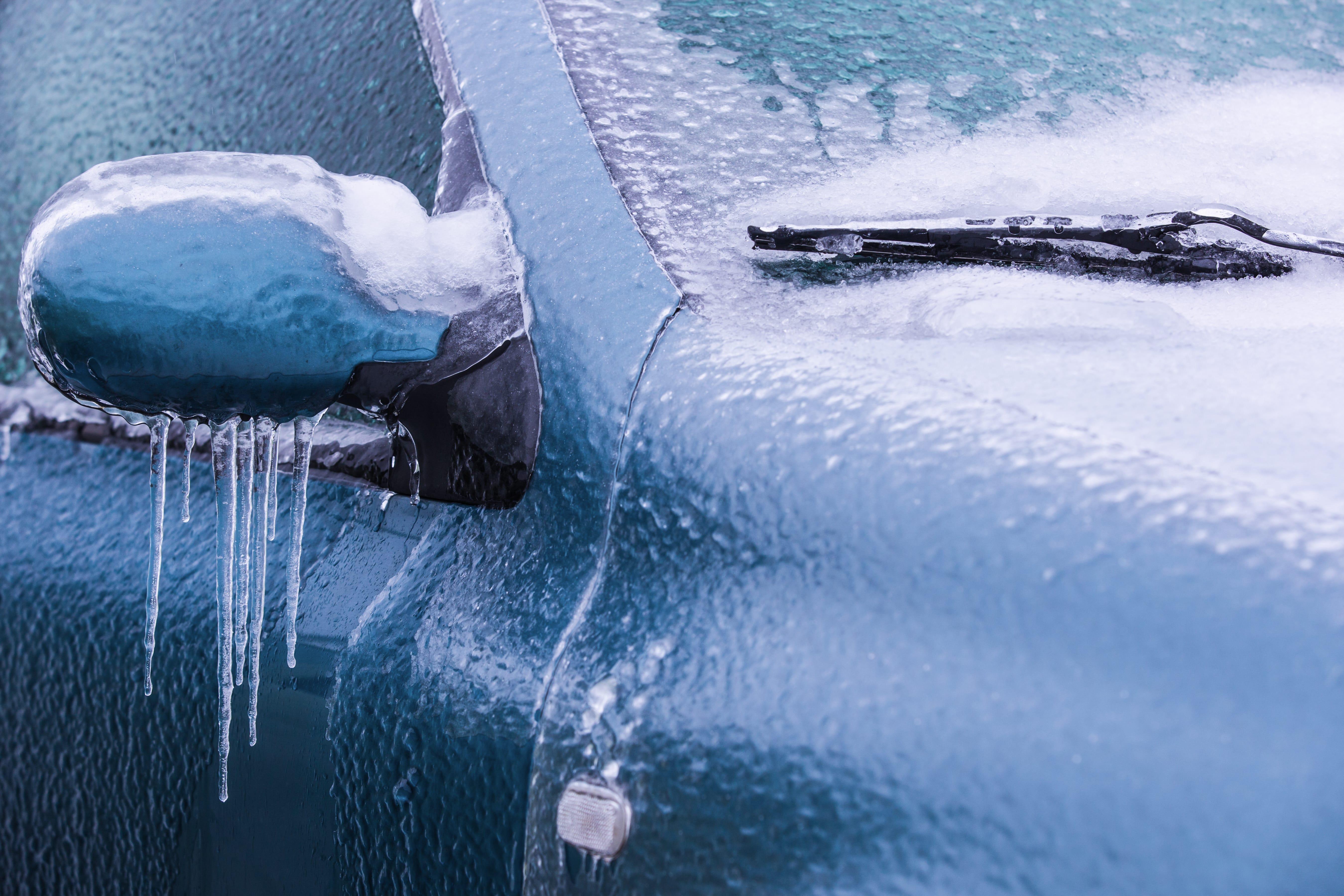 Auto vor Schnee und Eis schützen – 3 Tipps