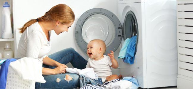 Babykleidung richtig waschen: Wissenswertes für Eltern