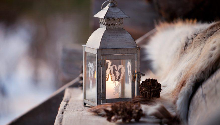 Balkonbeleuchtung ohne Strom – 4 Ideen für stimmungsvolle Outdoor-Highlights