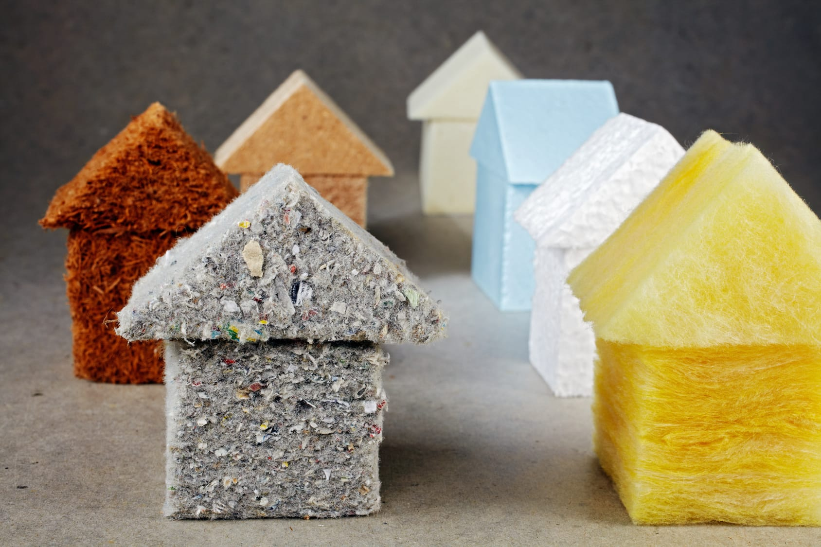 Welche Baustoffe eignen sich zur Dämmung am und im Haus?