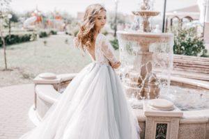 Braut mit Brautkleid