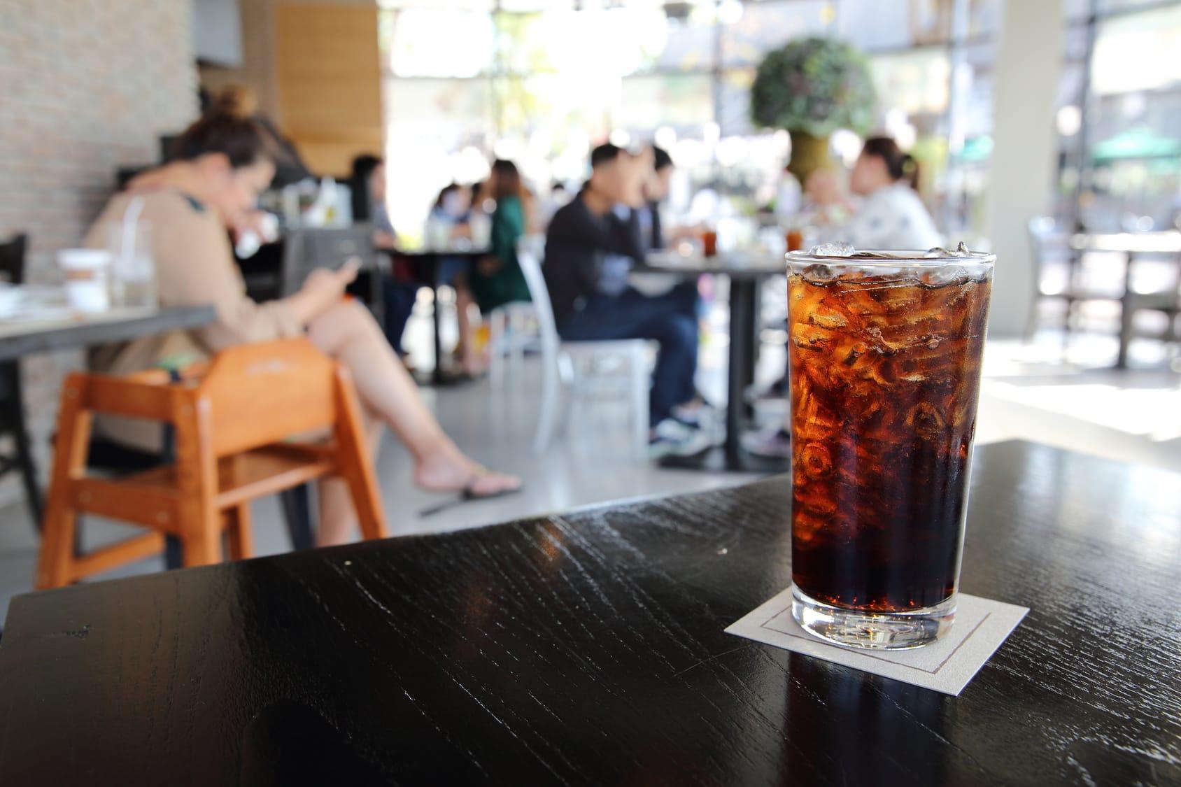 Cola enthält kaum mehr Zucker als Fruchtsaft!