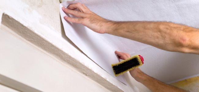 Decke tapezieren: So tapezieren Sie Ihre Zimmerdecke richtig