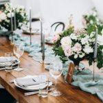 Tisch mit stilvoller Dekoration
