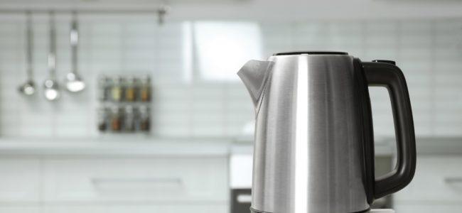 Wasserkocher aus Edelstahl reinigen: 4 Hausmittel im Test