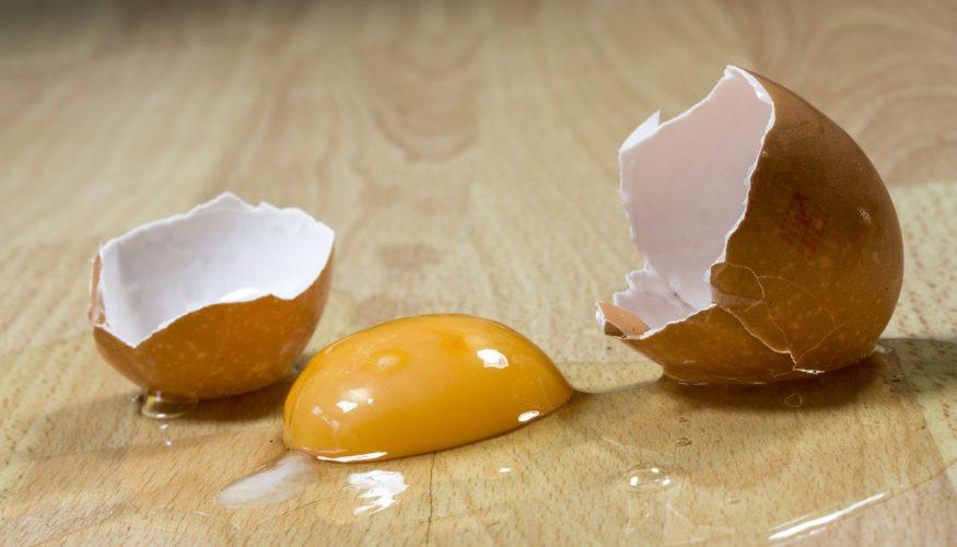 Eierflecken entfernen – 7 Tipps