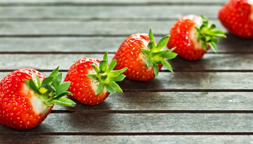 Erdbeer-Strunkentferner – Mühelos Erdbeeren putzen