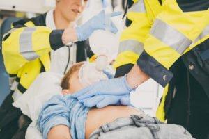 Kind im Rettungswagen.