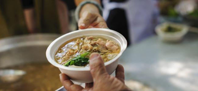 Abgelaufenes Essen für die Tafel spenden: Das sollten Sie bei Lebensmittelspenden beachten
