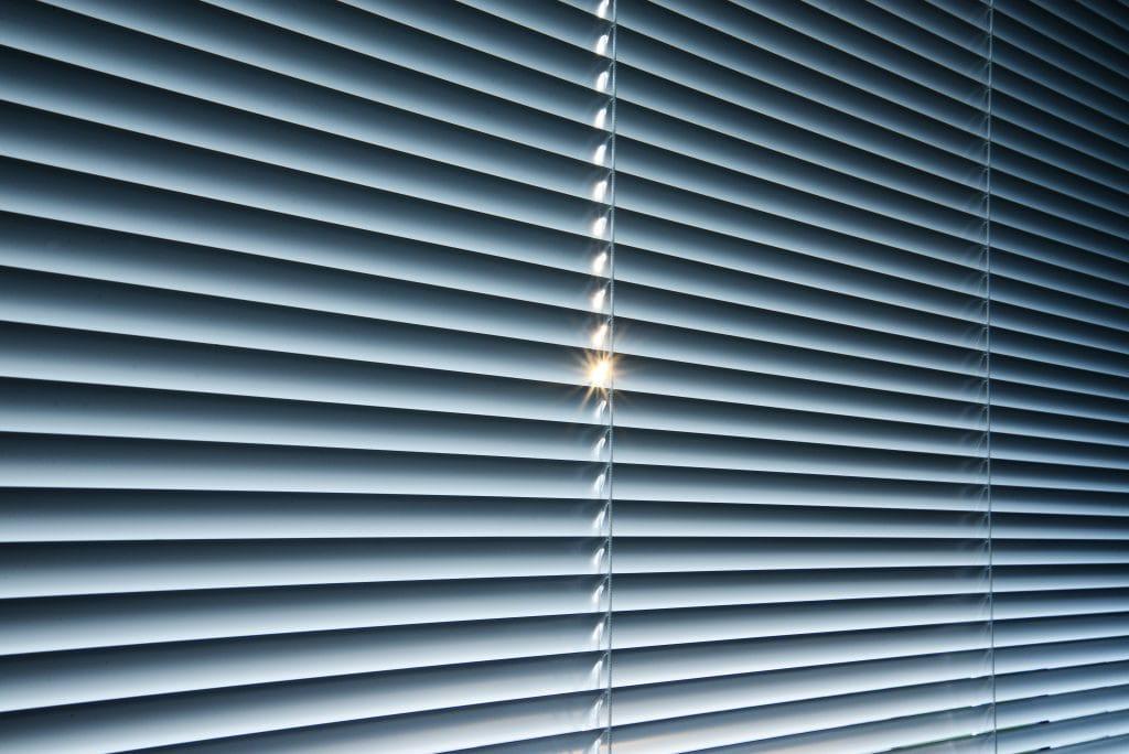 Hervorragend Fenster abdunkeln - 6 Tipps für einen erholsamen Schlaf KL97