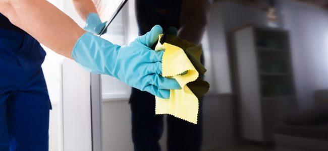 Fernseher reinigen: Bildschirm, Fuß und Rückseite richtig putzen