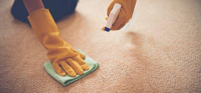 Fettflecken im Teppich – So verschwinden sie im Nu