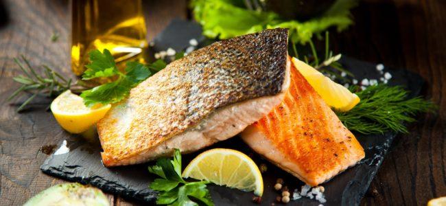 Fisch braten: Tipps damit Lachs, Kabeljau und Co. gelingen