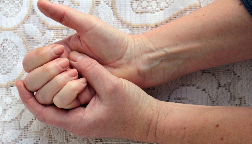 Flecken auf Fingernägeln – Wodurch entstehen sie?