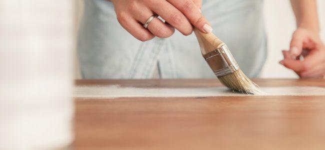 Furnierte Möbel streichen – mit dieser Anleitung gelingt es