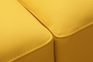 gelb gefaerbtes kunstleder
