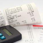 Wer nachhaltig Geld sparen will, muss zunächst alle Ausgaben und Einnahmen erfassen.